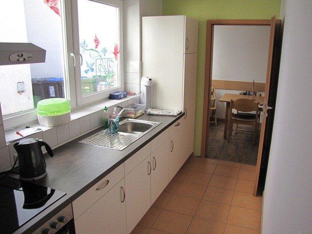 Blick in die Küche, hinten der Essraum